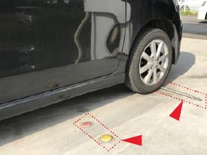 洗車機の車両停止ラインに沿って、車両の位置を合わせます。
